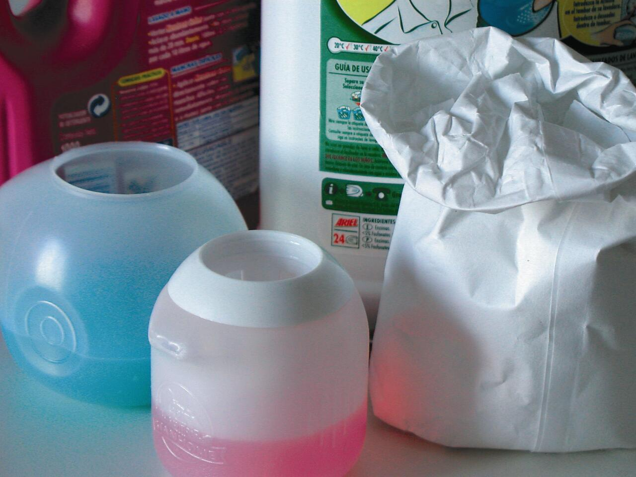 Gaur egun, detergente gehienak sintetikoak dira, eta solido zein likidoak izan daitezke