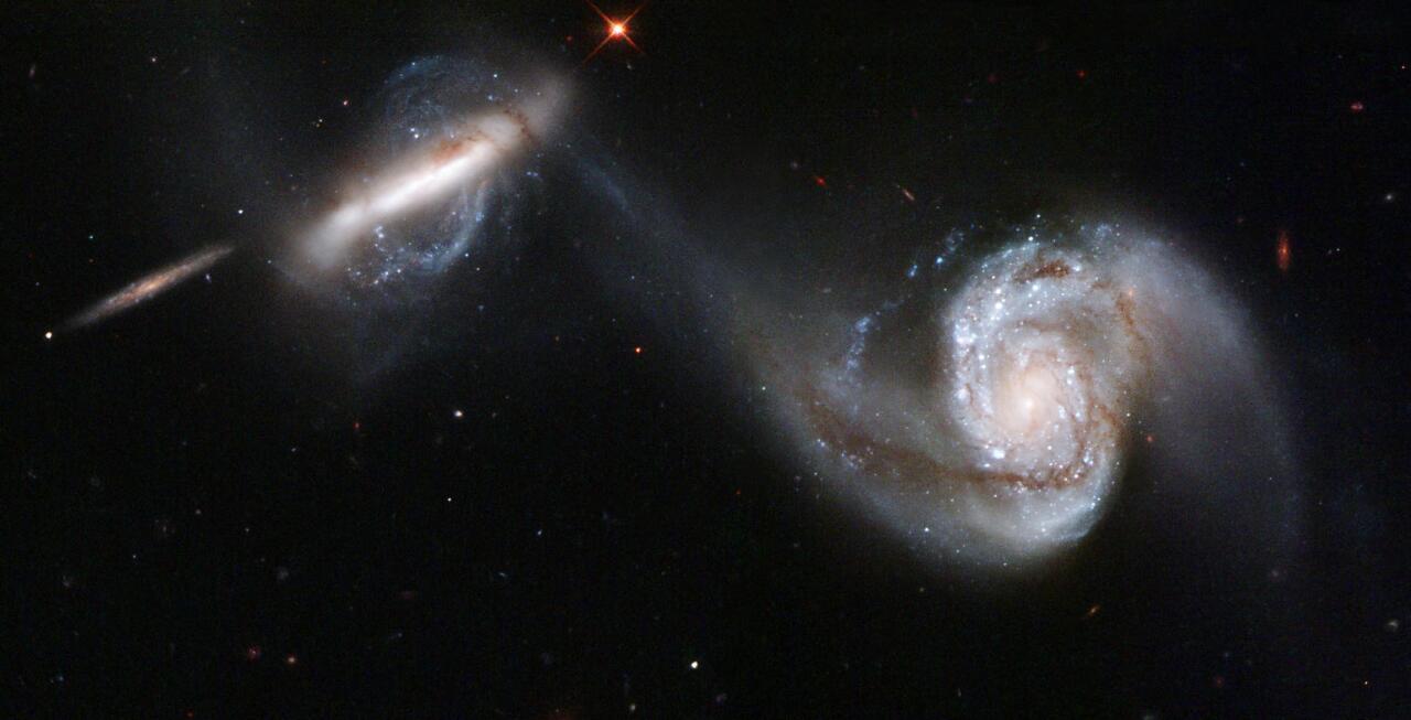 Arp97 galaxia espiral bikotearen elkarrekintza