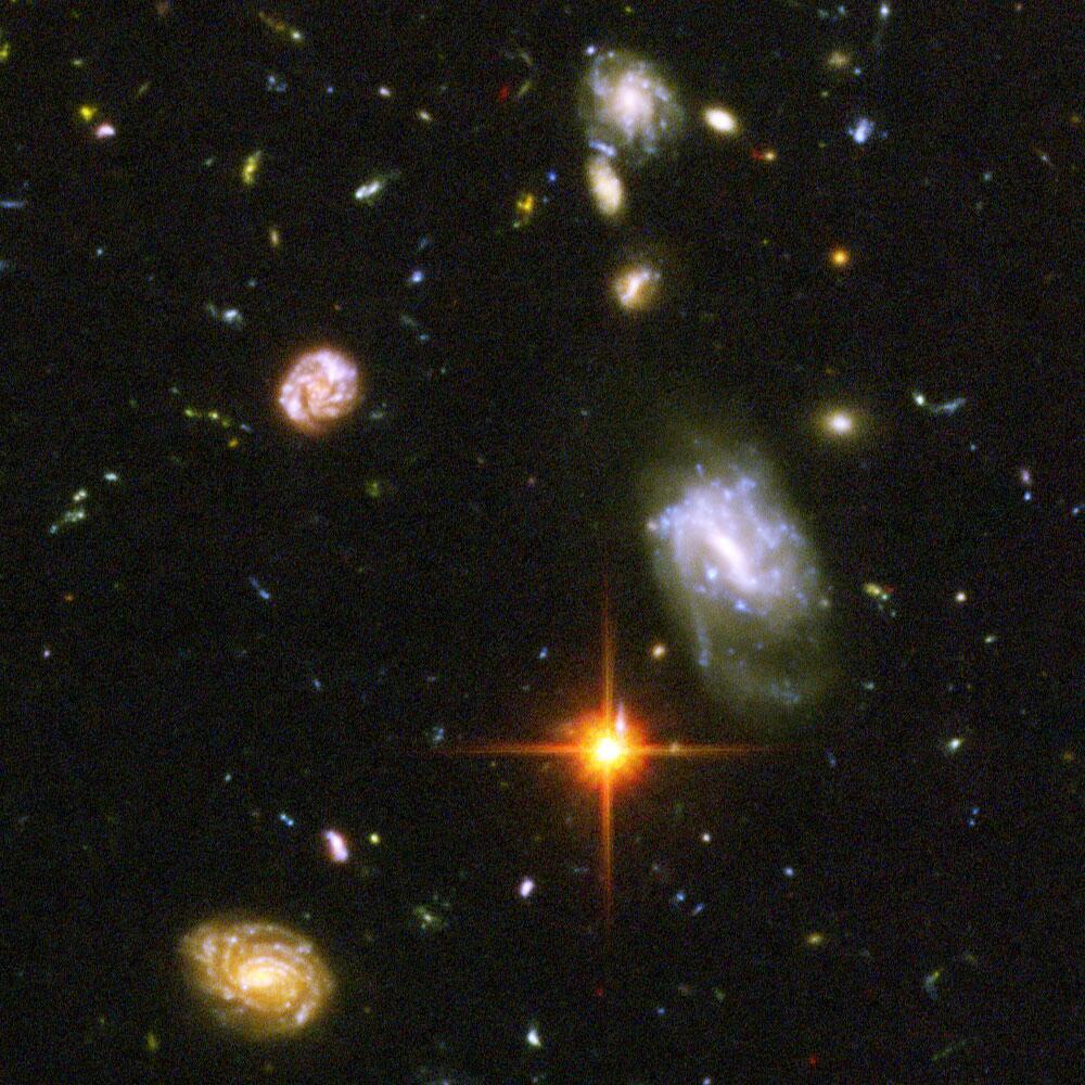 Hubbleren eremu ultrasakoneko zenbait galaxiaren irudi-xehetasuna