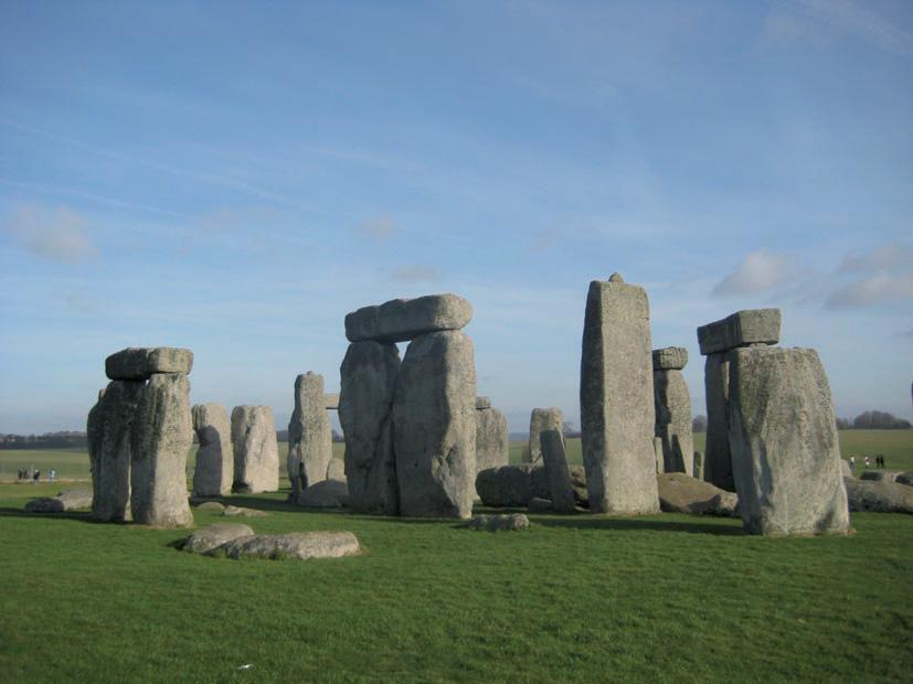 Britainia Handiko Stonehengeko monumentu megalitikoa. Gizakiaren zeruko fenomenoekiko ardurak oso goiz eman zituen lehenengo emaitzak